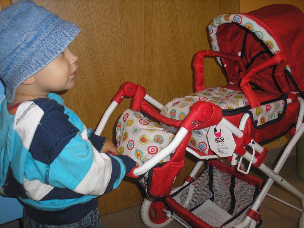 Dětský kočárek na hraní pro chlapce