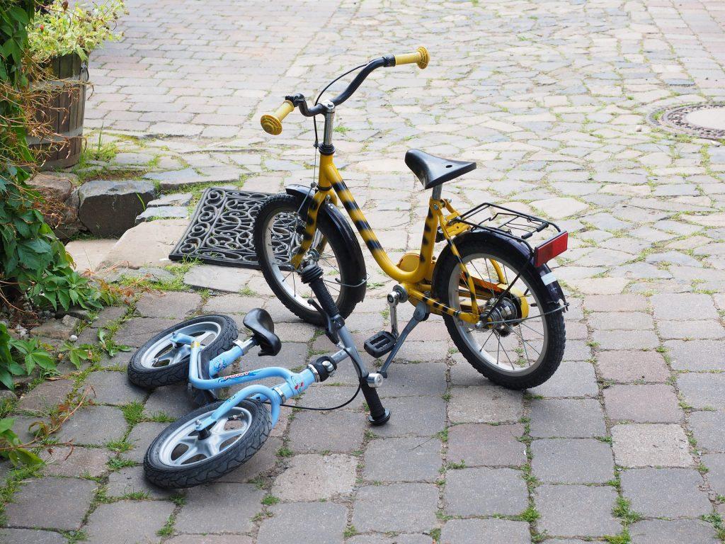 Odrážedlo cviční kolo bez pedálů se stojanem