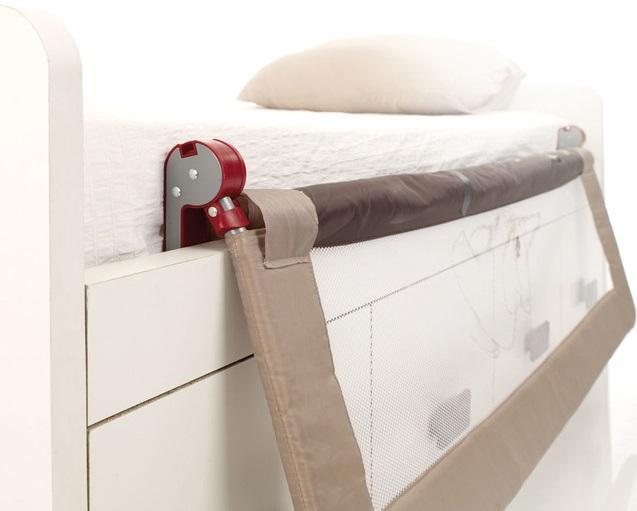 Sklápací zábrana na postel