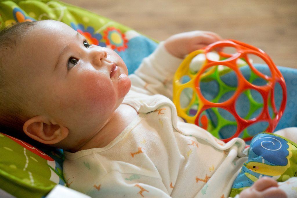 První hračky pro miminka