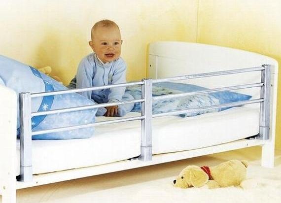 Nastavitelná zábrana na postel