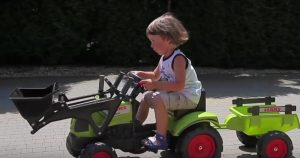 Recenze na traktor pro děti Falk Claas