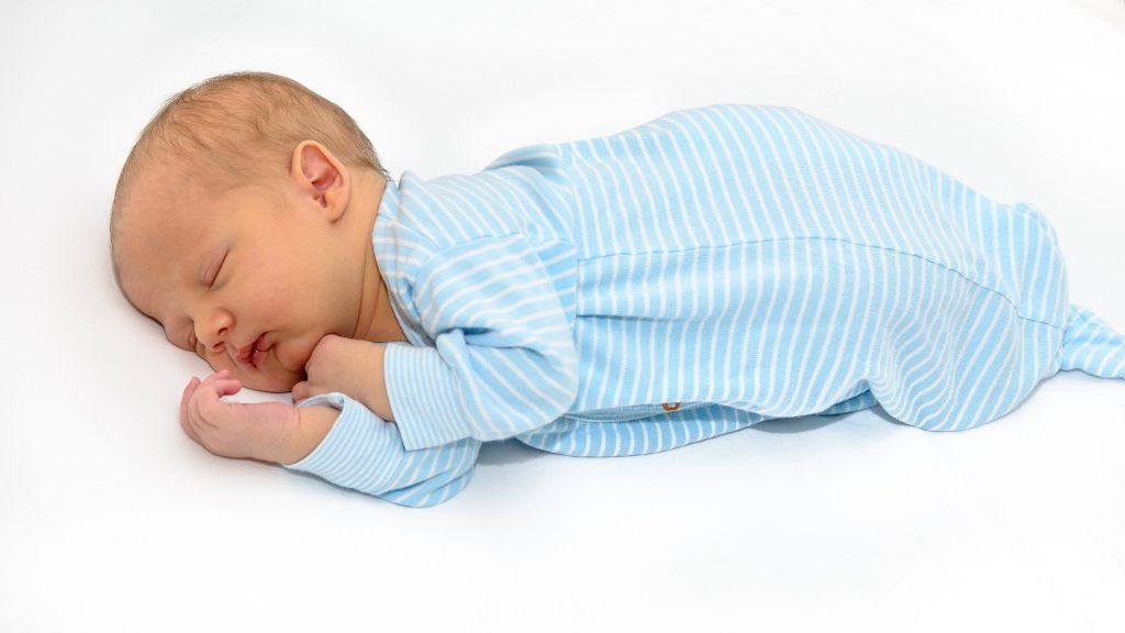 Co koupi pro novorozence na oblečení