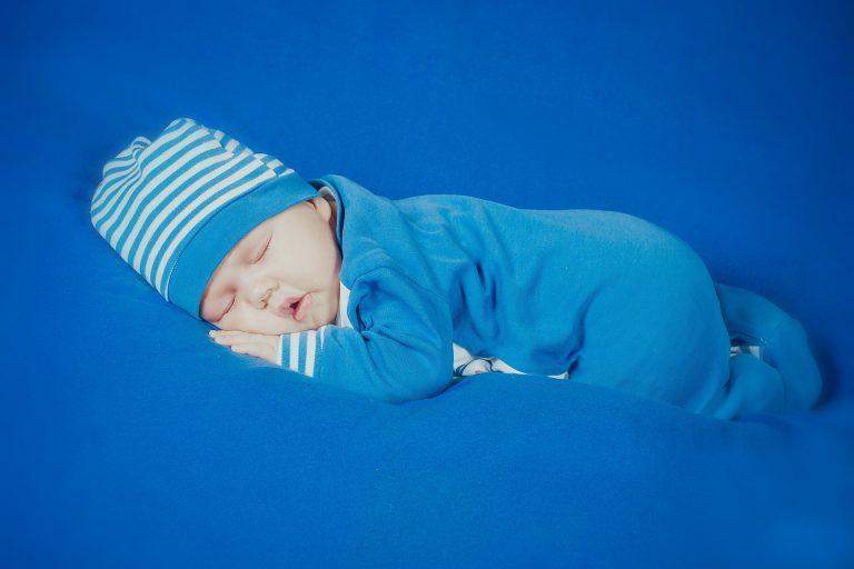 Co obléci novorozenci v zimě ve vnitř