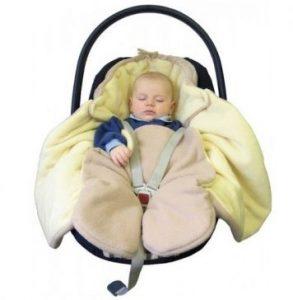 Co obléci novorozenci v zimě do auta