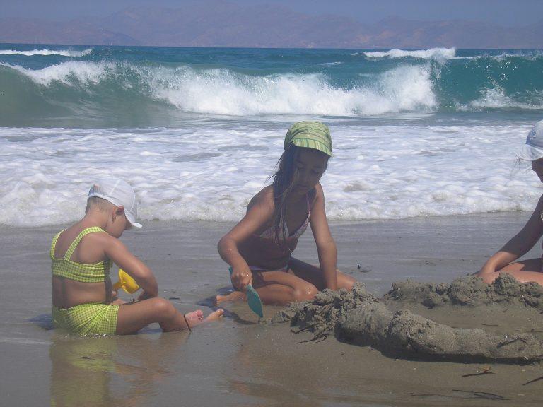 s dětmi na pláži